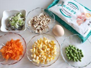 晶莹剔透的水晶饺,准备好食材,馅料的选择可以根据自己的喜好。
