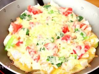馒头披萨,煎好的披萨,切小块即可食用啦