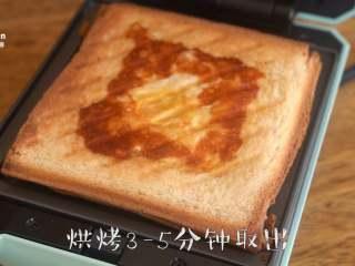 【窝蛋芝士吐司】一份营养又美味的懒人早餐,,根据自己喜好的鸡蛋成熟度可延长烘烤时间