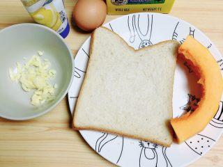 南瓜烤吐司布丁,一盘南瓜牛奶香气四溢的牛奶