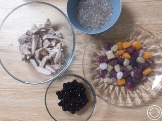 夏日甜品合集(秒杀满记系列),煮好的四种料,如图,接下来准备三种汤底。
