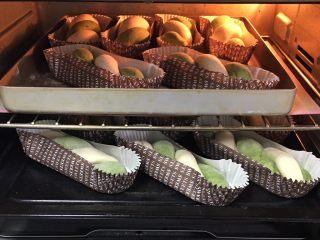 豆沙馅双色扭扭面包,烤箱发酵档,底部放一碗热水,发酵60分钟。
