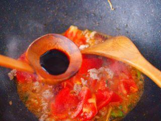肉末番茄烩豆腐,加入生抽调味调色。