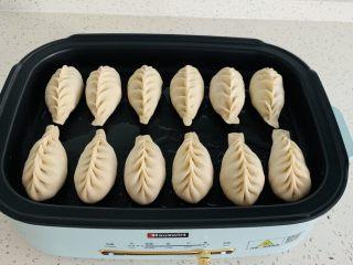 生煎—素馅,多功能锅刷油,捏成你喜欢的样子 我今天包成了麦穗包