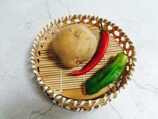 酸辣土豆丝,准备好食材