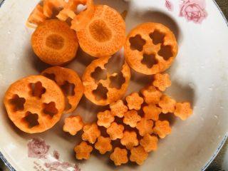 紫菜西兰花树(凉拌菜),胡萝卜花完工。剩下的胡萝卜可以做其他的配菜。