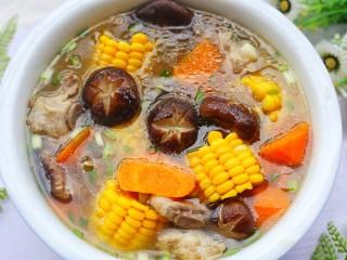 香菇玉米胡萝卜排骨汤,无与伦比的享受。