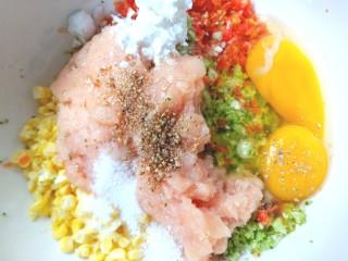 西兰花玉米鸡肉糕,放入盐,胡椒粉,淀粉,生抽,玉米油,白糖,味精