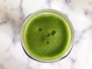 羽衣甘蓝芝麻菜苹果汁,时间到,看,非常细腻