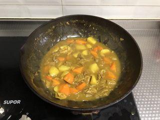 咖喱牛肉饭,汤汁浓稠即可