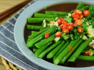 芦笋这么做,好吃又健康,清爽脆嫩简单至美的油淋芦笋。