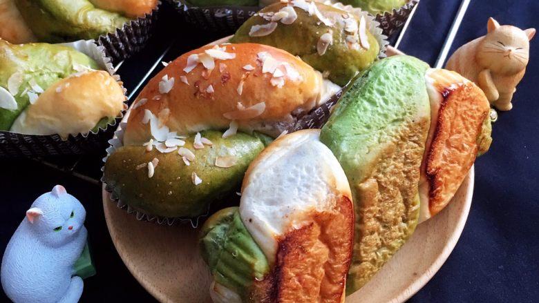 豆沙馅双色扭扭面包