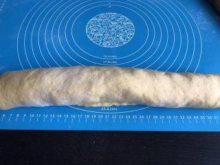 南瓜椰蓉面包,自下而上卷起