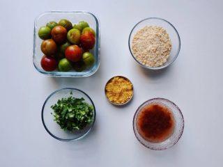 潮汕毂(ka)蜡李,准备好食材,香菜洗净切成细碎状备用,取适量梅汁兑水备用。梅汁是自家手作的,南姜梅粉是在下厨房购买的。