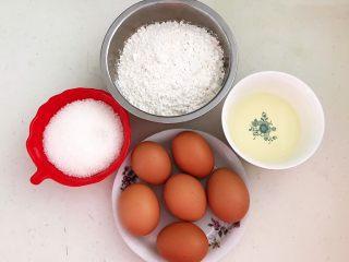 蓝莓无水海绵蛋糕,准备食材:低筋面粉,鸡蛋,玉米油,细砂糖