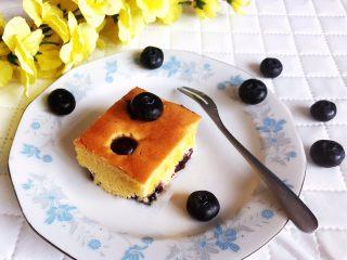 蓝莓无水海绵蛋糕,蓝莓无水海绵蛋糕可以吃了~