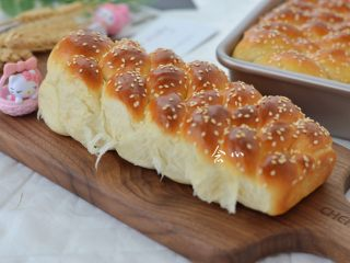 烫种芝麻辫子面包,成品图