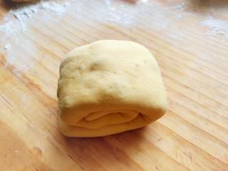 南瓜蜜豆馒头,再从左往右叠起如上图。