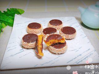 南瓜糯米夹心饼,外酥里软,香酥美味的南瓜糯米夹心饼就上桌了!