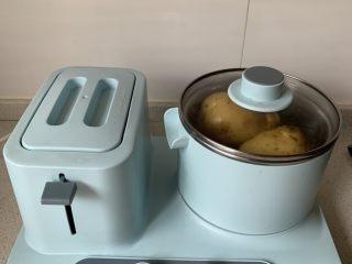 黑椒土豆泥,土豆洗净,蒸熟