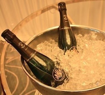 石榴气泡鸡尾酒,提前准备好香槟或其他起泡酒冰镇