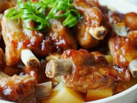 香酥排骨蒸土豆