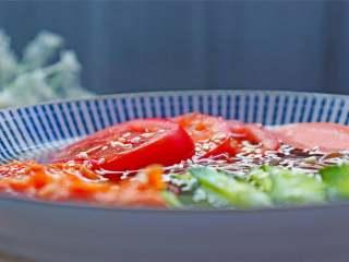 朝鲜冷面,如果喜欢冰冰凉的冷面,推荐自己加些冰块到面汤里哦,更地道呢