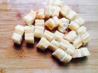 丝瓜炒油条,油条切小块