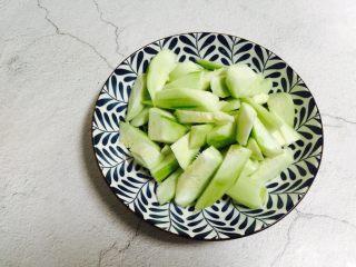 丝瓜炒油条,装盘备用