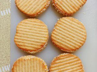 南瓜糯米薯片饼,南瓜糯米薯片饼就一个个做好了。