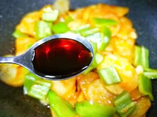 好吃到哭的茄汁土豆片,加两勺生抽。