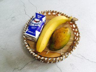 芒果香蕉奶昔,准备好食材