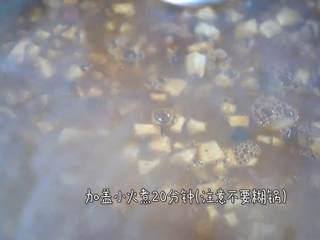 超级下饭,米饭杀手必须有它的一席之地,加盖小火煮20分钟即可(注意不要糊锅)。