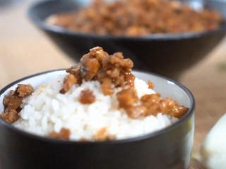 超级下饭,米饭杀手必须有它的一席之地,香菇肉酱—看着就很想拌饭吃的节奏对吧~