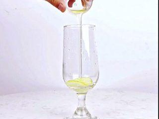 微醺解暑不易醉,一支细腻的饮品,比香槟还好喝!,倒入竹蔗冰糖糖浆