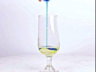 微醺解暑不易醉,一支细腻的饮品,比香槟还好喝!,倒入蓝柑糖浆