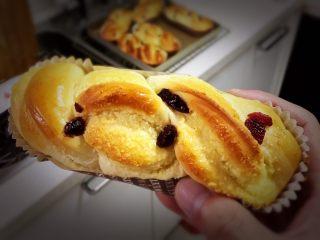 蔓越梅椰蓉扭扭包,漂亮的面包人人喜欢。