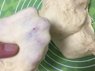 蔓越梅椰蓉扭扭包,面团可以出手套膜。