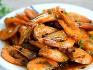 2分钟教你做鲜香入味的油焖虾,超级的好吃,晚上就吃这个了,完成