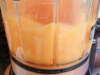 胡萝卜浓汤意面,选择破壁按键,打55秒即可。