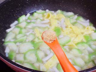鸡蛋丝瓜汤,根据个人口味调入鸡精