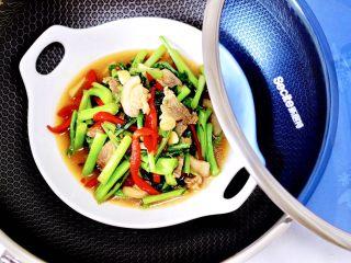 菜心红椒炒肉片,清爽营养又好吃的菜心红椒炒肉片出锅咯。