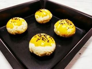 最美蛋黄酥,好吃的蛋黄酥就出炉了