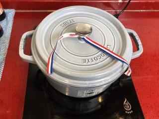 小拉家私房红烧肉 | 酱汁拌饭两碗米饭下肚 ,大火加热至沸腾后转小火炖30分钟。