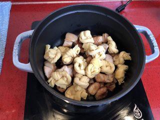 小拉家私房红烧肉 | 酱汁拌饭两碗米饭下肚 ,放入百叶结。