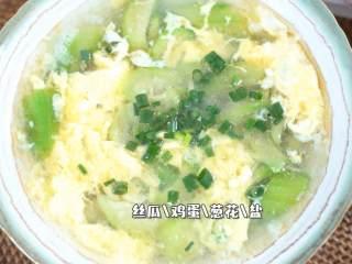 天气热适合喝点清淡的汤,这碗汤简单易学,零难度,『食材』  丝瓜/鸡蛋/葱花/盐