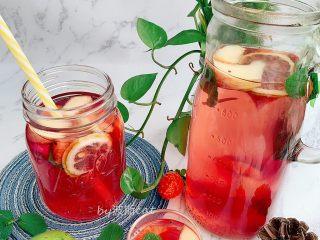 高颜值火龙果西瓜水果薄荷茶,倒杯即可饮用,按个人喜好是否加入冰块饮用。