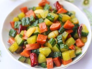 好吃到舔盘的黄瓜火腿丁,开胃爽口的黄瓜丁就做好啦。