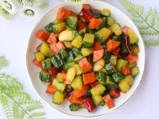 好吃到舔盘的黄瓜火腿丁,超级开胃。