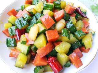 好吃到舔盘的黄瓜火腿丁,瞬间光盘的节奏。